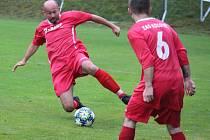 Fotbalisté Kolovče B prohráli domácí utkání s Chodskou Lhotou a soupeř tak vyrovnal jejich osmnáctibodový zisk v čele tabulky III. třídy.