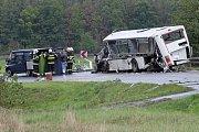 Smrtelná nehoda autobusu u Březí.
