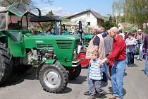 Setkání historických traktorů v Brnířově.