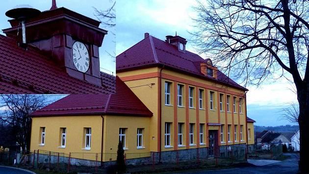 Na budově chodovské školy nyní ukazují hodiny permanentně čas za pět minut osm.
