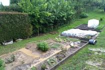 Přívalový déšť způsobil škody na zahradách a dalších pozemcích.