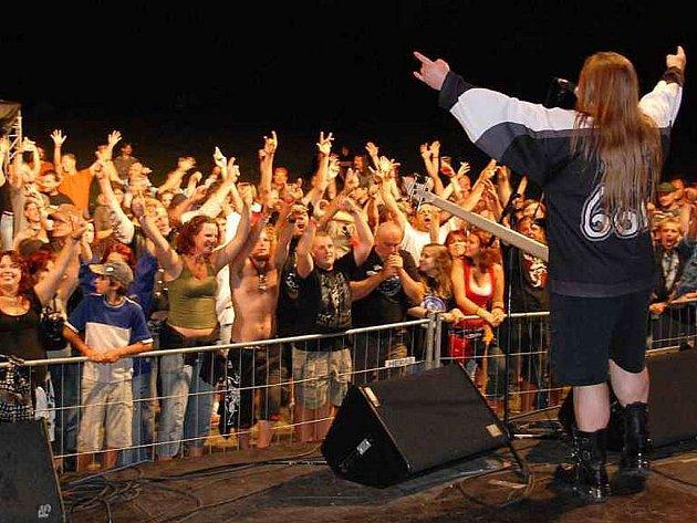 III. Hurikan Rock přilákal do Holýšova na osm stovek fanoušků tvrdé muziky
