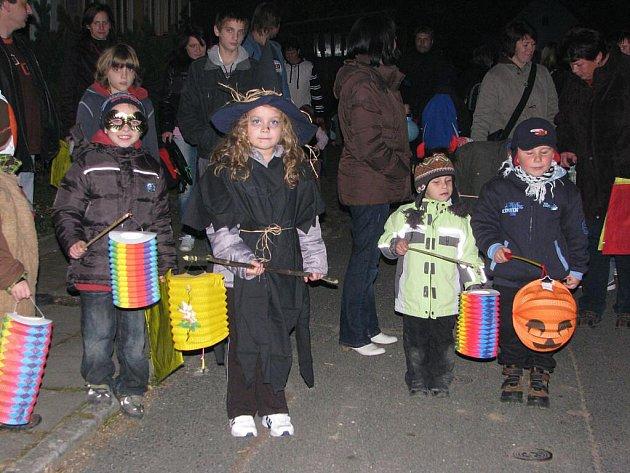 Halloweenský lampionový průvod v Kvíčovicích.