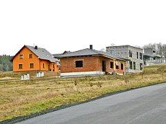 Obytná zóna vyrostla v Luženičkách. V blízkých Domažlicích není dostatek pozemků pro individuální výstavbu.