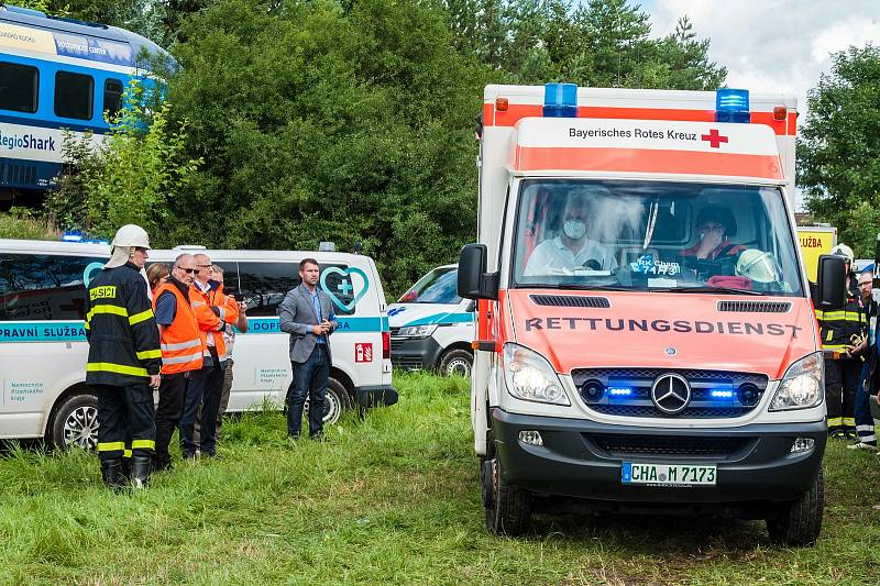U obce Milavče mezi Domažlicemi a Blížejovem se ve středu 4. srpna 2021 ráno srazily dva vlaky. Tři lidé nehodu nepřežili.