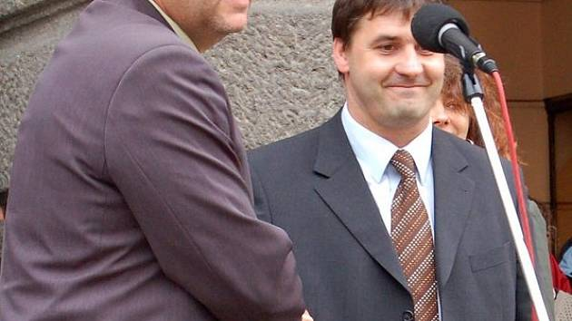 Miroslav Mach a Johannes Müller přivítají občany spolu