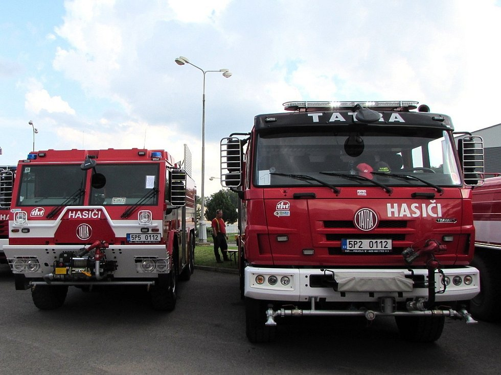 Ze Zbirožského Tatrování 2014. Vpravo pýcha domažlických hasičů, vlevo vedle ní pak folmavských.