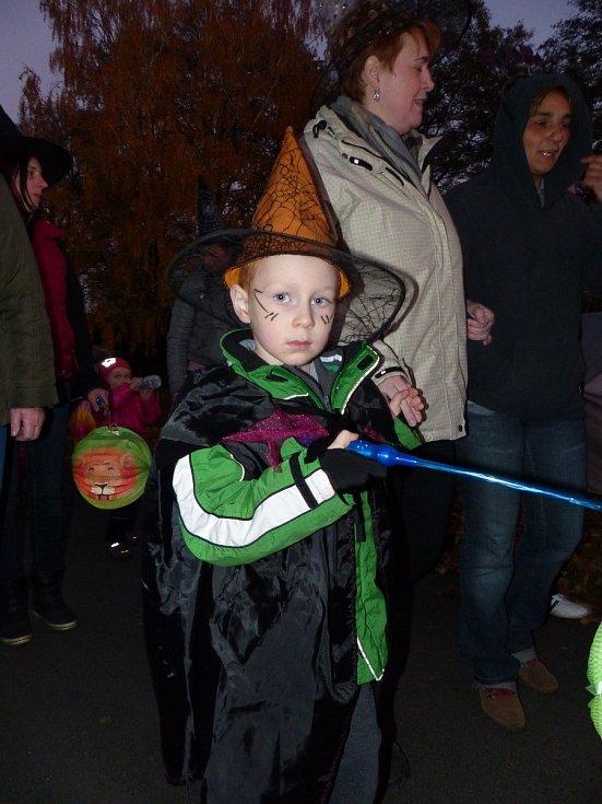 Šnajberkští měli Halloween s lampionovým průvodem.