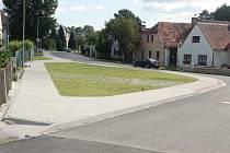 Nové chodníky jsou nejviditelnější změnou v Havlovicích.