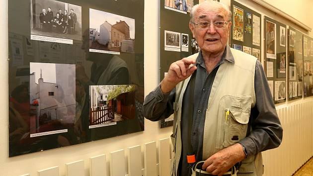 Vlastislav Toman výstava 90 let autor komixů spisovatel šéfredaktor časopis ABC, knihovna města Plzně.