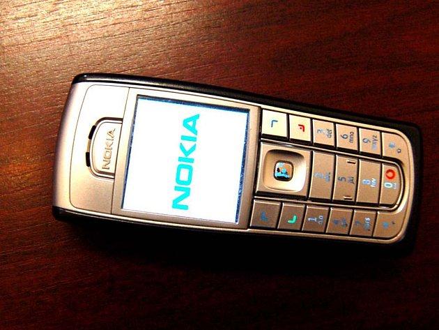 Mobilní telefon - ilustační foto