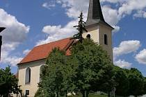 kostel sv. Petra a Pavla s 39 metrů vysokou věží je pravděpodobně nejstarší dochovanou stavbou ve městě.
