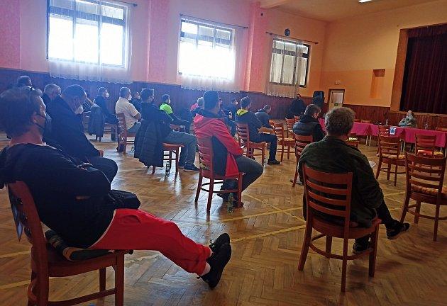 Sobotní volební valná hromada Okresního fotbalového svazu Domažlice probíhala vtlumačovském kulturním domě za dodržování přísných protikoronavirových opatření.