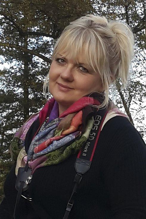 Josefína Edita Součková (na snímku) vymyslela výstavu Za sklem. Do akce se zapojily desítky lidí napříč republikou.