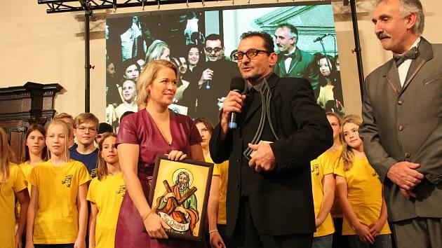 Setkání s hercem Ondřejem Vetchým, který si převzal ocenění Zlaté rafičky.