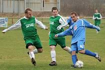 Z podzimního utkání dvou aspirantů na postup z okresního přeboru, fotbalistů Sokola Kout a ZD Meclov.