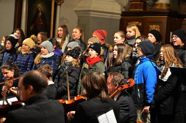 Dětský pěvecký sbor vystoupil na vánočním koncertu učitelů ZUŠ.