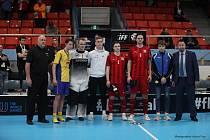 Český reprezentant Jonáš Kreysa (třetí zprava) byl zvolen do all stars mistrovství světa.