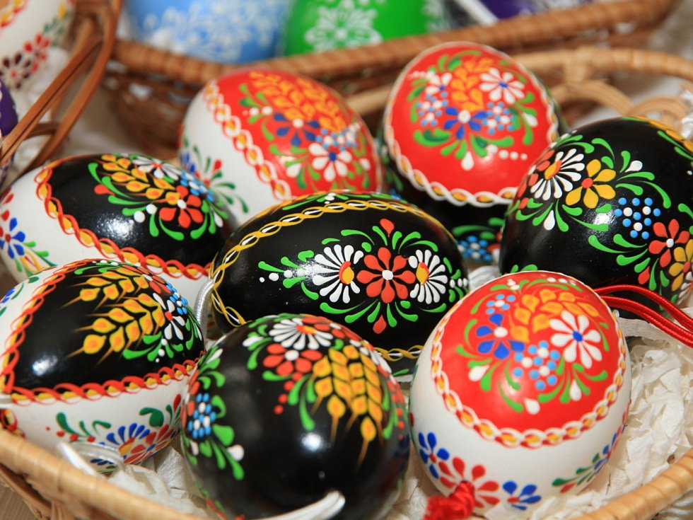 Malovaná vejce s typickými chodskými motivy.