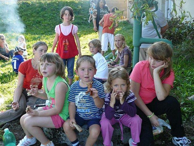 Podzimní klání rodičů s dětmi ve Všerubech.