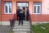 Policie se vydala do heren, ubytoven i restaurací v Holýšově.