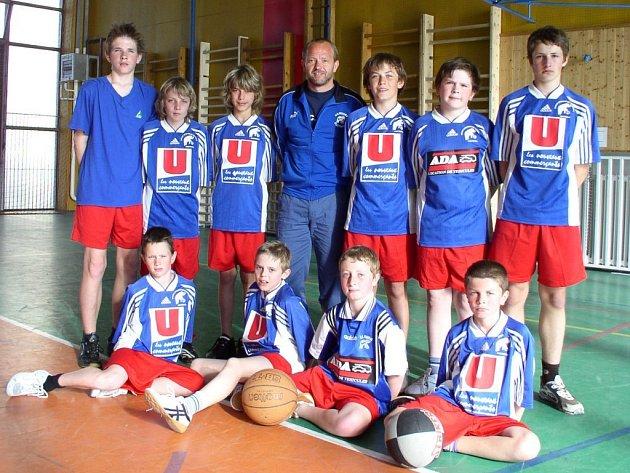 Úspěchu dosáhli také minulý týden basketbalisté ZŠ Mrákov, kteří obsadili třetí příčku na turnaji základních škol Plzeňského kraje nazvaném Nestle cup. Soutěž pořádala 26. ZŠ v Plzni na Borech.