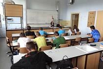 MODERNÍ UČEBNA chemie, fyziky a přírodopisu vznikla rekonstrukcí staré třídy.