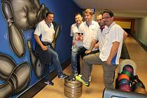 Stejná sestava APM až na Petra Fábryho (zleva Petr Fábry, Milan Ježek, Dominik Stróž, Martin Pejčoch a Tomáš Hána), která v dubnu ve finále minulé sezony DBL porazila B.S.P., tentokrát padla s Postradatelnými.