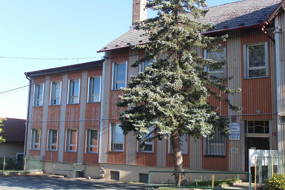 Škola v Prapořištích.