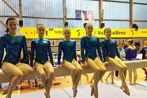 Družstvo domažlických gymnastek na kladině po MČR družstev. Zleva Tereza Beňušíková, Markéta Dufková, Vanessa Kocková, Julie Ježková a Ema Zvěřinová.