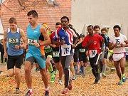 Regionální běžci v čele s favoritem Jiřím Vojákem se nezalekli ani afrických závodníků. Nejlepší borec tmavé pleti doběhl až na šestém místě.
