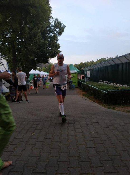 Dříve to bylo běhání, nyní energii vkládá do sportovní chůze.