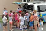 Děti si u policie zkusily i plazení pod ostnatým drátem