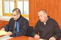 Jiří Pittner se svým obhájcem v soudní síni.