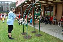 Z otevření hřiště pro seniory v Domažlicích.