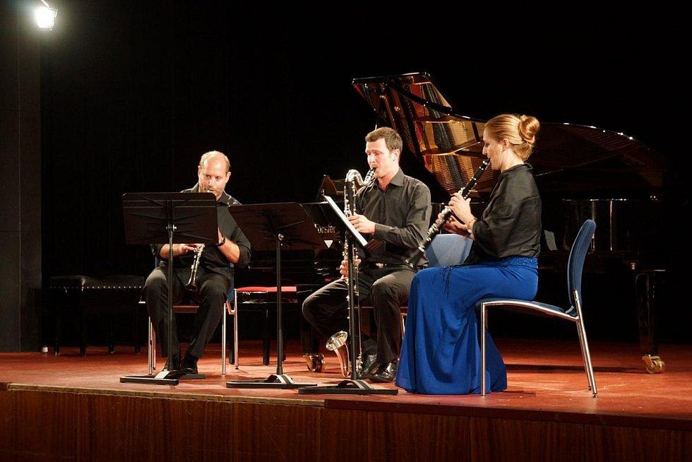 LUDMILA PETERKOVÁ se svými kolegy zahájila letošní letní klarinetové kurzy koncertem ve velkém sále MKS.