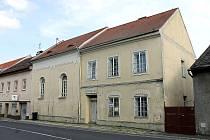 Synagoga ve Kdyni patří  k nejzachovalejším v kraji. Postavena byla v roce 1863. Po revoluci ji koupilo město a opravilo.