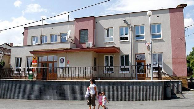 Oprava Obecního úřadu v Zahořanech bude dokončena v polovině srpna.