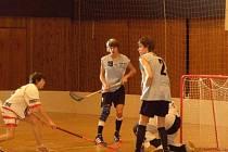 Sobotní zápasy se mladým domažlickým florbalistům nevydařily. Foto: Karel Fait