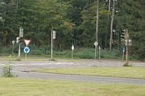 Stávající vybavení dopravního hřiště bude nahrazeno novými semafory a dopravními značkami.
