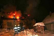 Z požáru rodinného domu v Peci pod Čerchovem.