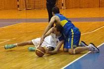 Z utkání o první místo tabulky II. ligy mezi basketbalisty Domažlic a Ústí nad Labem.