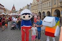 S postavičkou Večerníčka a Duháčka se mohli malí i velcí vyfotit během Chodských slavností na náměstí Míru.