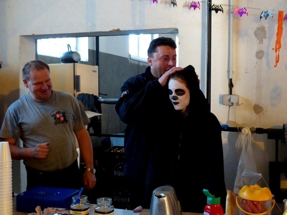 Halloween party ve zbrojnici SDH Horšovský Týn.
