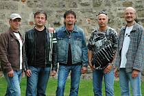 EXTRA BAND REVIVAL. Zleva Roman Pezlar, Josef Baštář, Jaroslav Soukup, Miloš Novotný a Jiří Mothejzík.