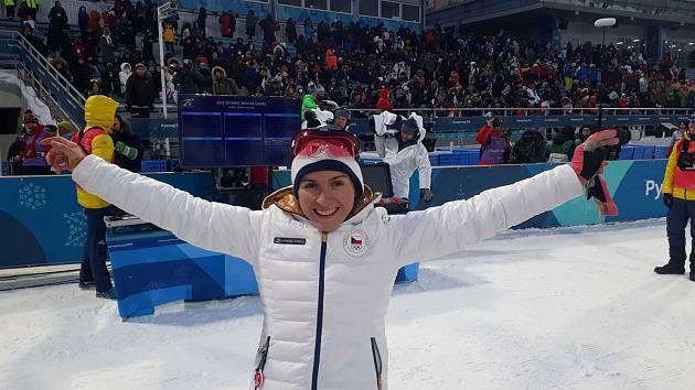 Velkou radost měla Kateřina Beroušková krátce po postupu  do vyřazovací fáze sprintu na ZOH.