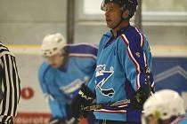 Hokejisté HC Staňkov dokázali po remíze 3:3  sebrat bod favorizovaným Bezdružicím.