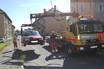 Na sídlišti Kavkaz dochází i k odtahu špatně zaparkovaných vozidel, například při blokovém čistění silnic.