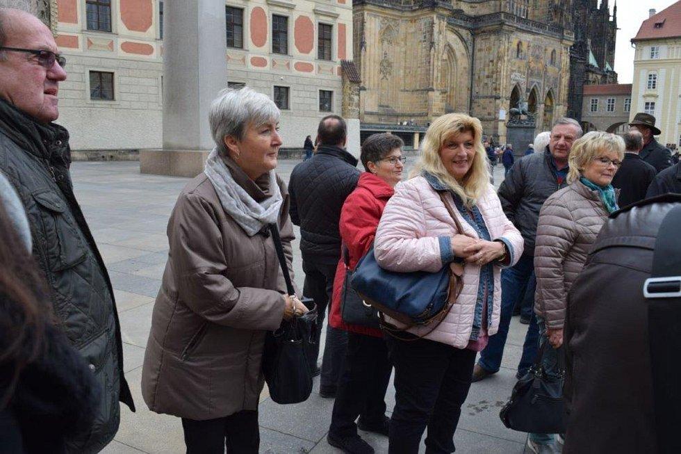 Z návštěvy Hostouňských a jejich partnerů v Praze.