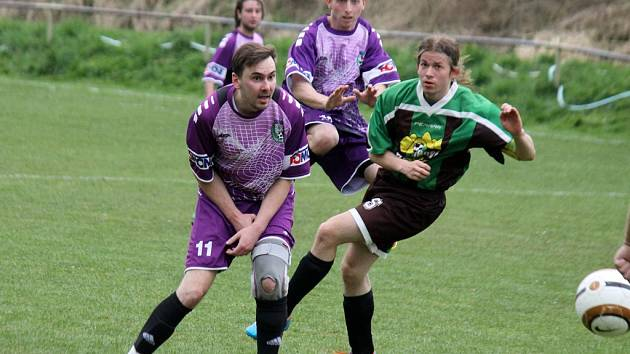 Fotbalisté Hostouně udolali rivaly z Oplotce.